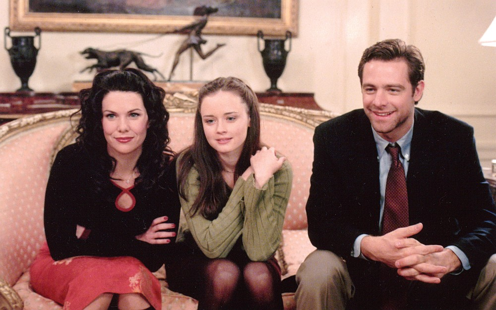 David with Lauren Graham and Alexis Bledel on the set of Gilmore Girls.